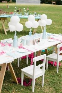 Mesa para niños invitados de boda. Vía Pinterest.