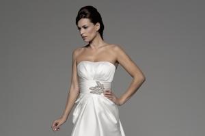 Vestido de novia Audri con cinturón de Innovias.