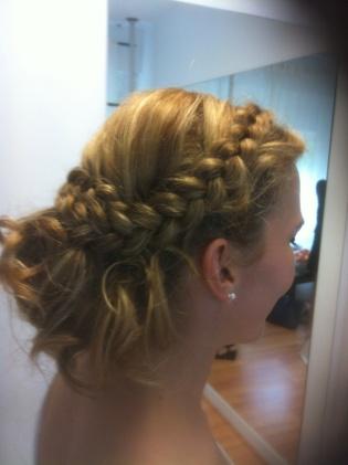Detalle lateral del peinado de novia de Patricia en Innovias