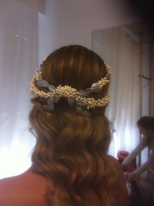 Detalle del peinado y tocado de Elena en su prueba de Innovias Madrid