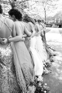 Amigas junto a la novia. Imagen vía Pinterest.