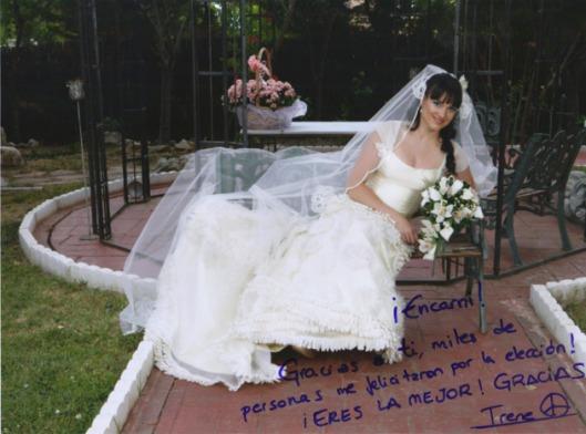 Irene Villa en la foto de agradecimiento a la modista Innovias que le arregló su vestido denovia Innovias