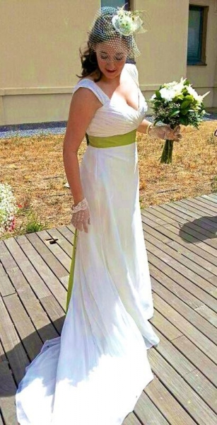 Nuestra novia Innovias Marta eligió el color de la esperanza para complementar su vestido de novia Innovias