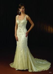 Melena lisa con vestido sirena y pedrería de Innovias.
