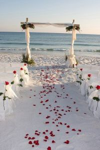 Ceremonia en la playa. Vía Pinterest.