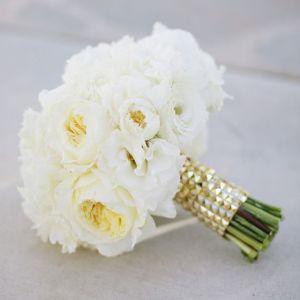 Ramo de novia compuesto por peonías. Vía Pinterest.