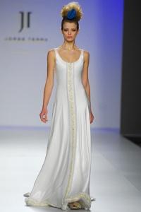 Vestido de novia Sabian con estampado frontal en tonos dorados de Innovias.
