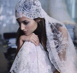 Novia con velo  largo estilo bohemio y romántico. Imagen vía Pinterest.