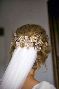 Velo de novia con recogido bajo. Imagen vía Pinterest.