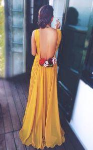 Detalle espalda vestido largo invitada de boda. Imagen vía Pinterest.