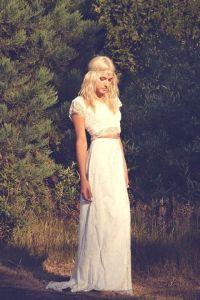 Vestido de novia de manga corta años 70. Vía Pinterest.