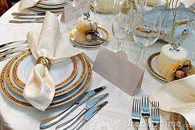 Decoraci n de mesa en bodas by innovias innovias for Colocacion de los cubiertos en una mesa