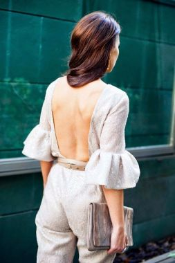 Mono con espalda al descubierto para una invitada perfecta. Vía Pinterest.