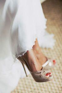 Zapatos en tonos beige. Vía Pinterest.