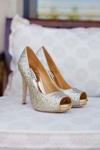 Peep toes elegante y sofisticados en tono plata. Vía Pinterest.