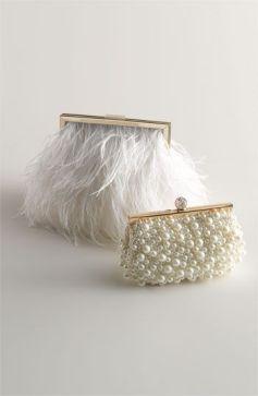 Pequeños bolsos de fiesta blancos. Vía Pinterest.
