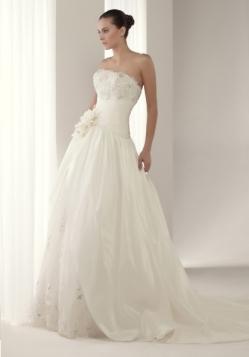 Vestido de novia Aneto de la colección volumen de Innovias.