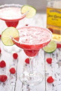 Margarita con trozos de frambuesa. Vía Pinterest.