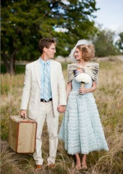 Look de novios para una boda vintage. Visto aquí.