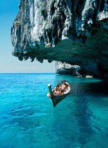 Espectaculares playas de agua cristalina de Koh Phi Phi Don (Tailandia). Vía Pinterest.