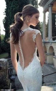 Espalda con transparencias para una novia sensual y atractiva. Vía Pinterest.