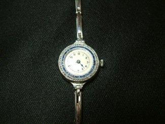 Reloj joya clásico. Visto aquí.