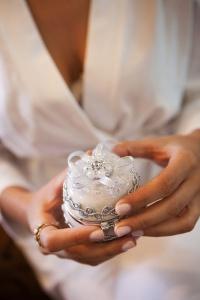 Manicura nude para una novia sencilla. Vía Pinterest.
