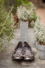 Zapatos joya para novias que quieren ir planas sin renunciar a la elegancia. Vía Pinterest.