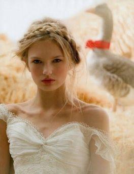 Trenza diadema para novias coquetas y sensuales. Vía Pinterest.