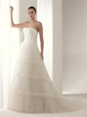 Vestidos de novia Innovias Alegría de palabra de honor en tul con falda de mucho volumen.