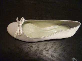 Bailarina de novia Menbur con lacito color ivory 45 euro, de venta en Innovias.