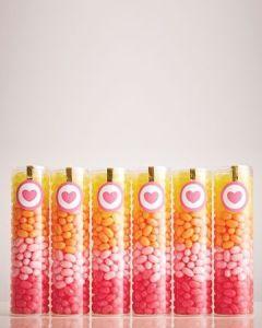 Detalles para los invitados: cajitas de caramelos. Vía Pinterest.