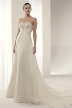 Vestido Innovias de estilo sencillo y minimalista con escote palabra de honor bordado con hilo de oro y corte imperio.