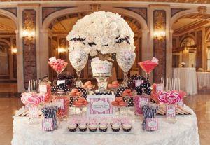 Elegante Candy Bar para bodas clásicas. Vía Pinterest.