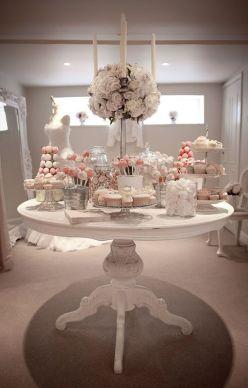 Especacular Candy bar para una boda elegante y sofisticada. Vía Pinterest.