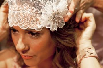 Novia de aire vintage con espectacular casquete artesanal. Vía Pinterest.