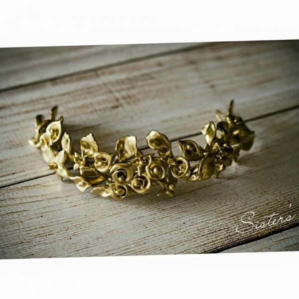 tocado de novia color oro en flores