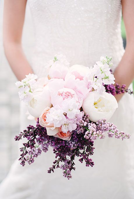 ramo de peonias rosa cuarzo y morado