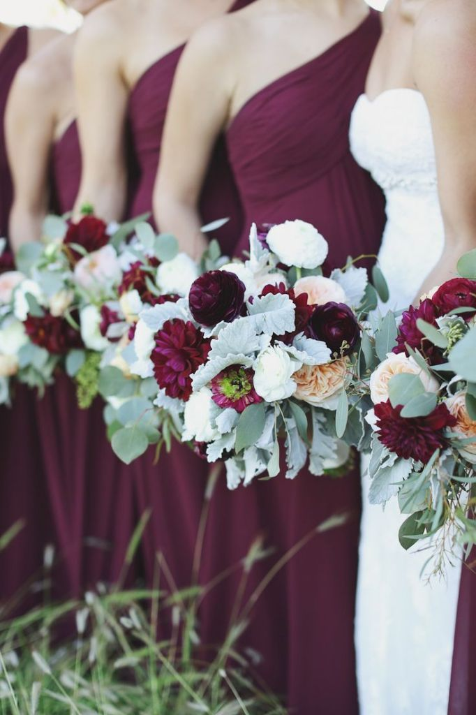 vestidos-damas-novia-asimétricos-marsala