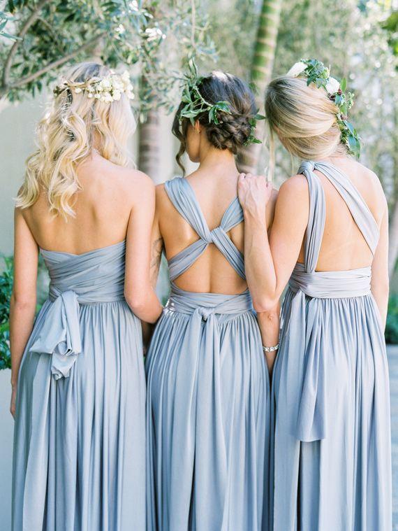 vestidos de dama de honor distintos en el tono