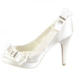 Zapato de novia con lazo y pedrería