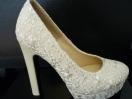 Zapato de novia de encaje y tacón alto