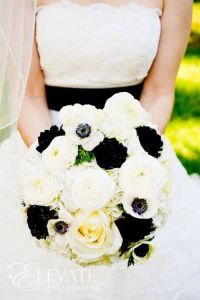 ramo-novia-roquero-negro-anemonas