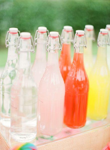 Bebidas-en-colores-cítricos-para-deleitar-a-los-invitados-Foto-KT-Merry-Photography