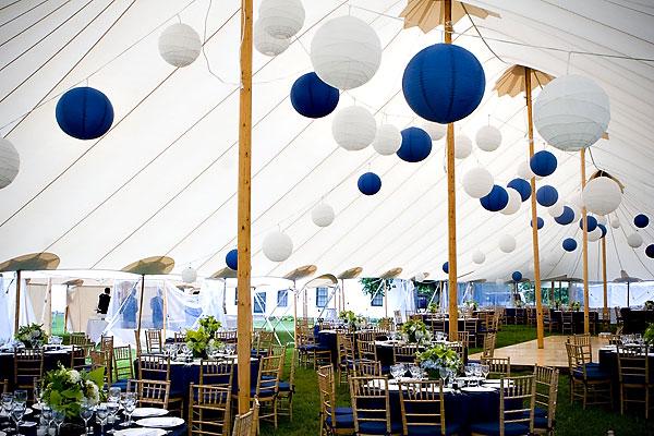 decoracion-boda-globos-papel-azul-blanco.jpg