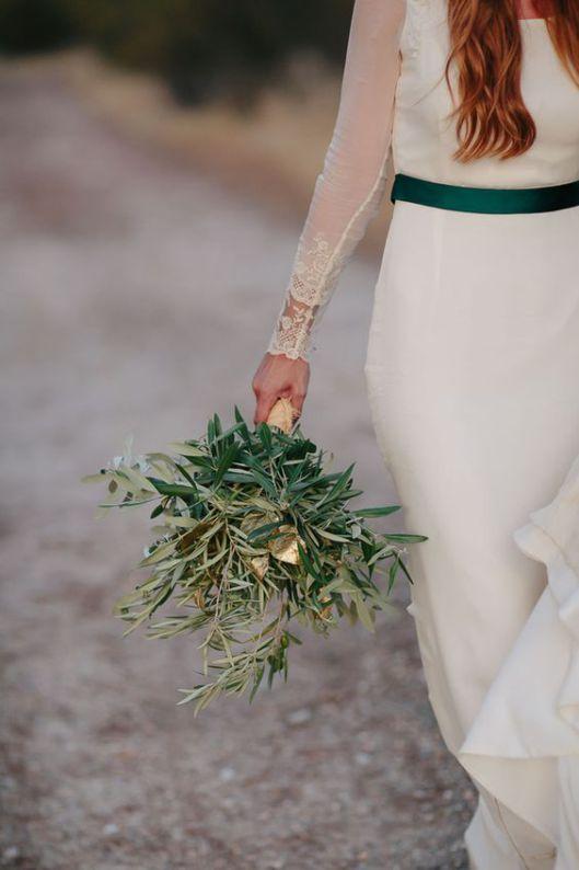 El Olivo es tendencia en las bodas de 2016, ideal combinarlo con un detalle a tono en el vestido de novia Innovias