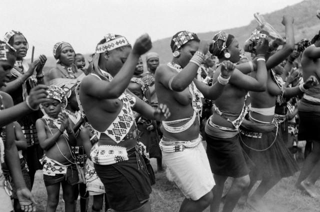 mujeres-tribu-zulu-danza-tradicional-getty-20131103.preview.jpg