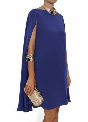 vestido con capa invitada