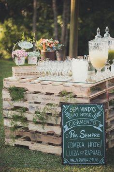mesa-de-cocktail-boda-con-palets-innovias
