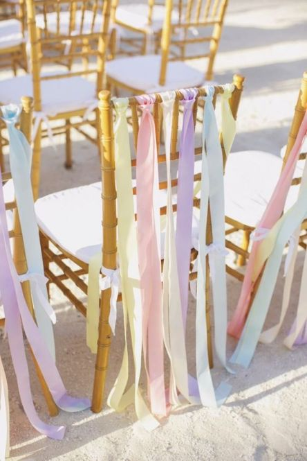 sillas-de-boda-color-pastel